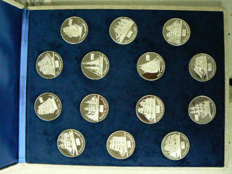 Medaillen: Operation Sail 1976, 14 verschiedene Segelschiff-Motive, = Teilnehmer an der 'OS1976' ''